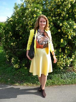 Работа с названием Желтый тюльпан