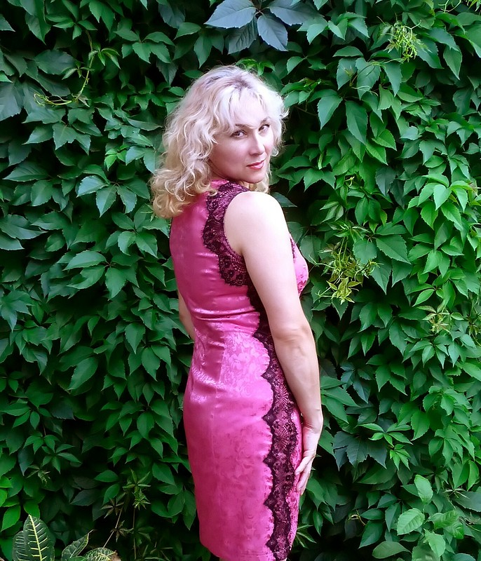 Платье скружевами