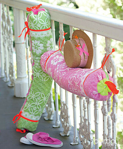 Подушки-валики: шьем заполчаса