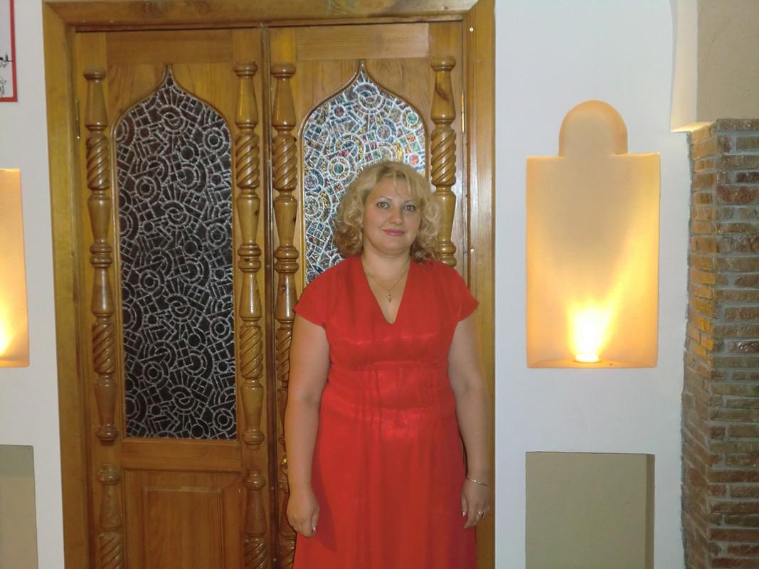 Красное платье дляторжества.