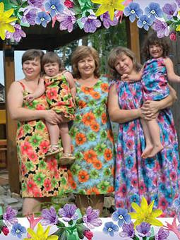 Работа с названием Три мамы, две тети и четыре сестры...