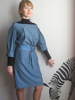 Работа с названием Нелогичное платье