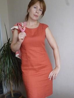 Работа с названием Платье цвета кирпича