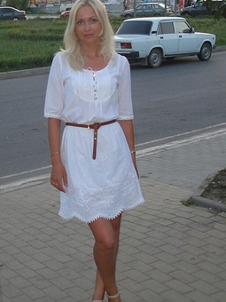 Работа с названием Платье с шитьем