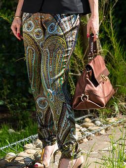 Работа с названием Шелковые брюки из ткани Etro
