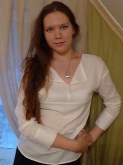 Работа с названием Жемчужная блуза