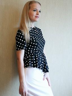 Работа с названием Блуза и брюки из ткани