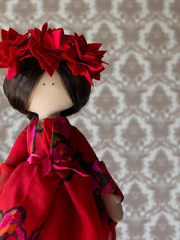Работа с названием Текстильная куколка