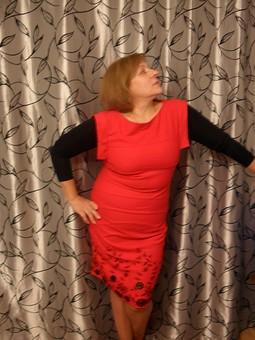 Работа с названием Платье-футляр для успешной женщины.