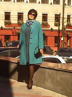 Работа с названием Легкое пальто.