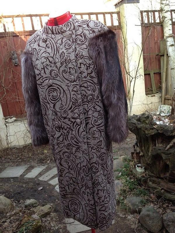 Пальто смеховыми рукавами