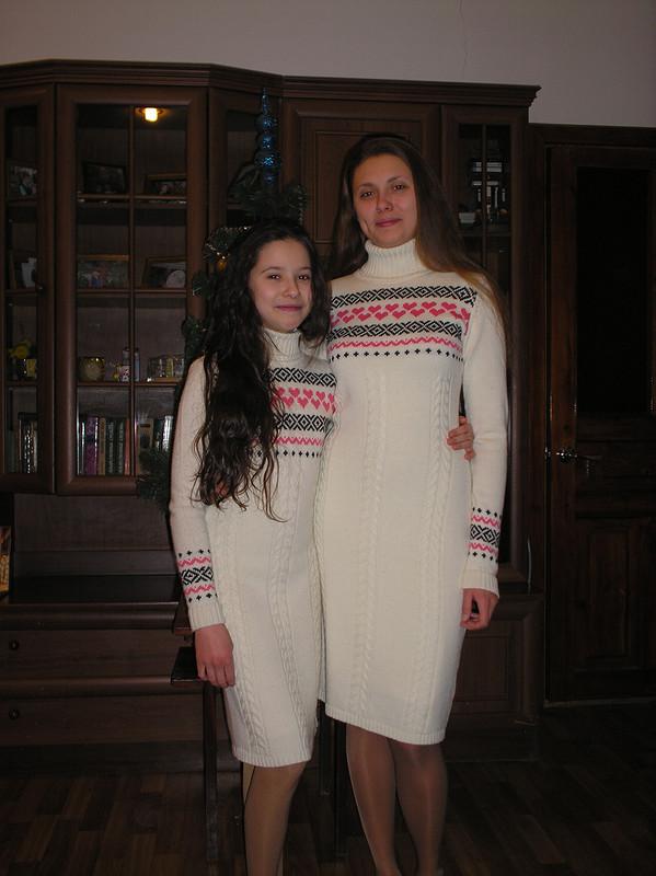 «Сердечные» платья длясестричек от мамаша очаровашек