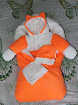 Работа с названием Конверт и комбинезон для новорожденного