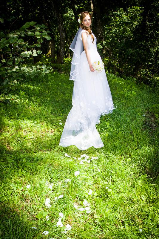 Лепестками белых роз, или как я себе свадебное платье шила