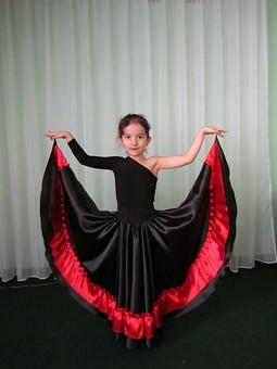 Работа с названием Испанский костюм для дочери