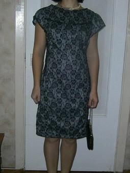 Работа с названием платье-футляр из ткани с гипюром