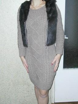 Работа с названием меховой жилет и вязаное платье