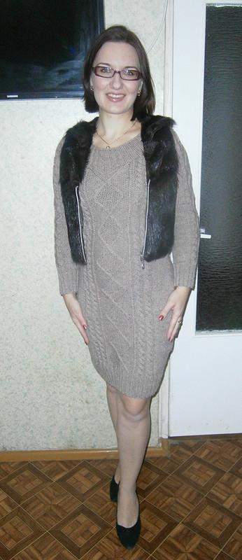 меховой жилет ивязаное платье