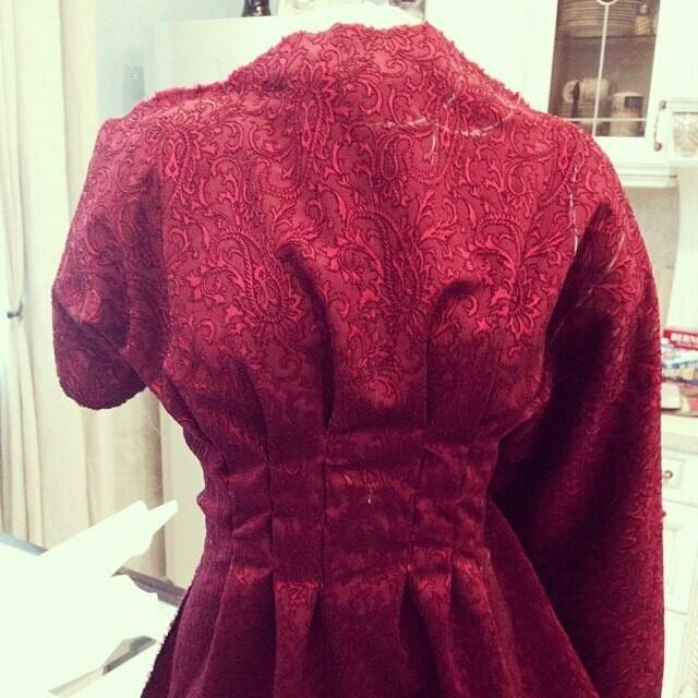 платье красное от Emerald Bay