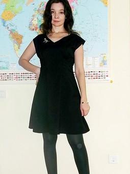 Работа с названием Черное платье в полоску