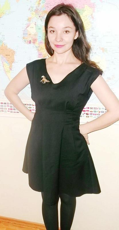 Черное платье вполоску