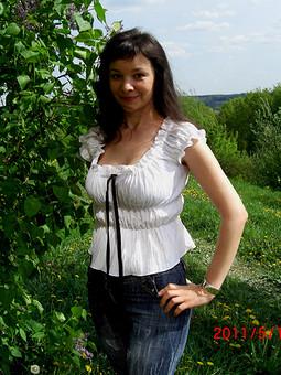 Работа с названием Белая блузка