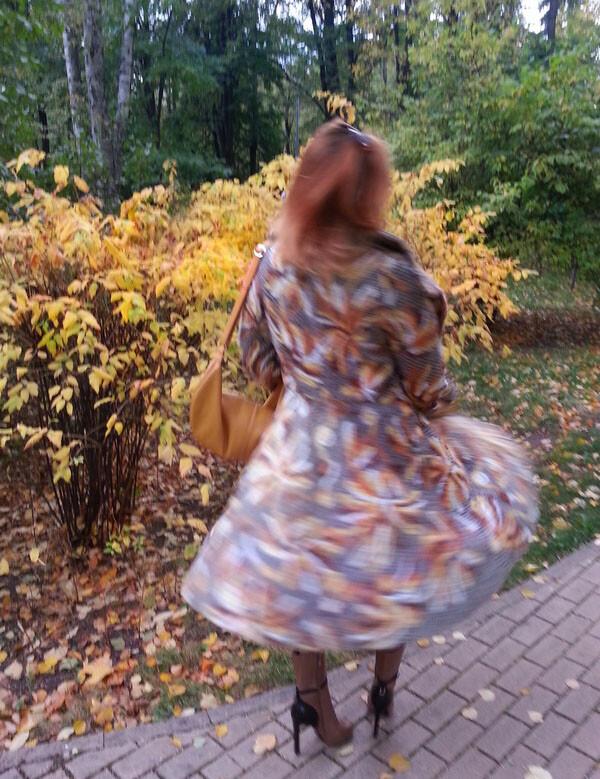 Пальто воттенках осени