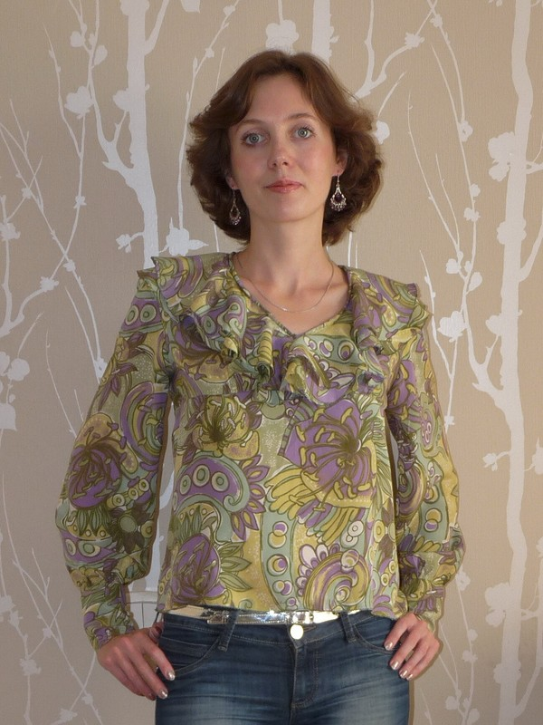 Блузка своланами