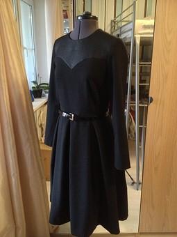 Работа с названием первое черное платье