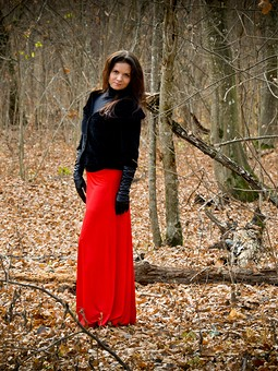 Работа с названием Просто красная юбка