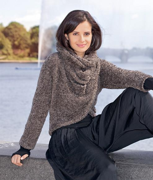 Пуловер сшарфом