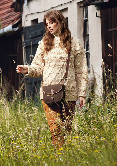 Вязаный пуловер смини-помпонами