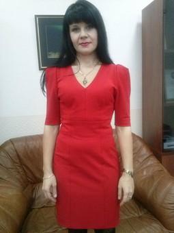 Работа с названием Маленькое красное платье
