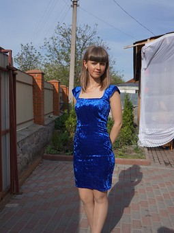 Работа с названием Синее платье