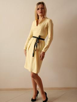 Работа с названием Платье цвета шампанского