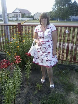 Работа с названием Платье с цветами