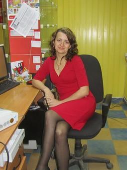 Работа с названием Красное платье...