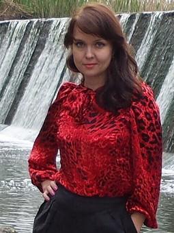 Работа с названием Красная блузка