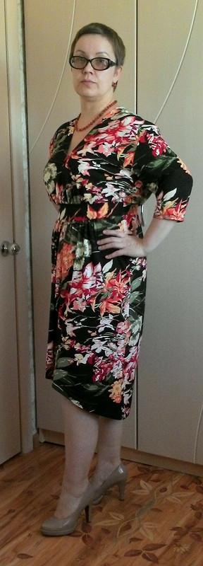 Платье сфлоральным узором.