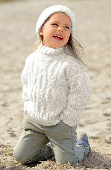 Белый пуловер ишапочка длядевочки