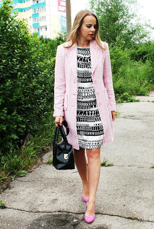 Платье с«газетным» принтом
