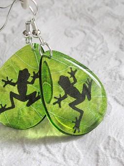 Работа с названием Серьги Лягушка на листе