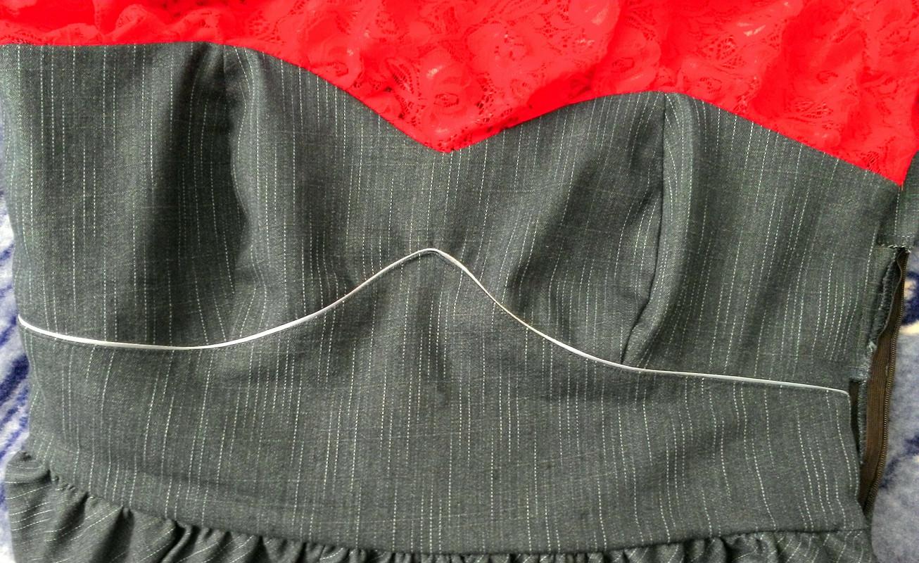 Платье-бюстье.