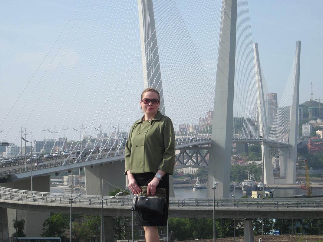 ...И мост качался подвесной...