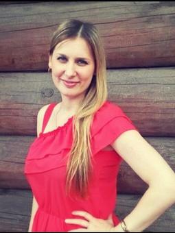 Работа с названием Красное платье из шифона