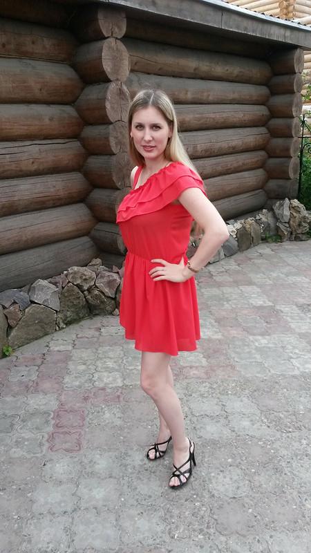 Красное платье изшифона