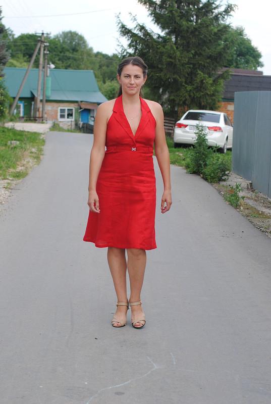 Алое платье-сарафан