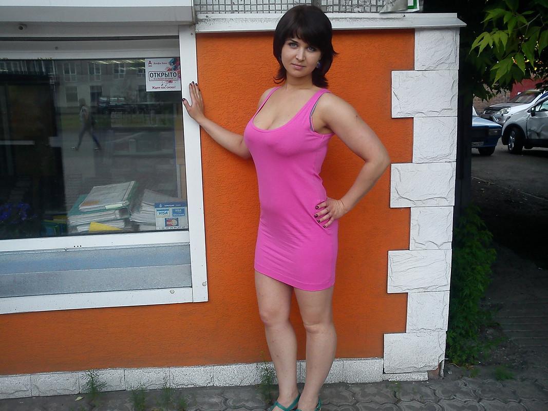 Платье сдыркой