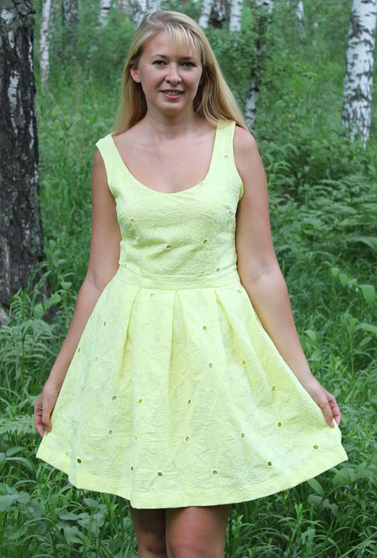 Жёлтенькое платьеце