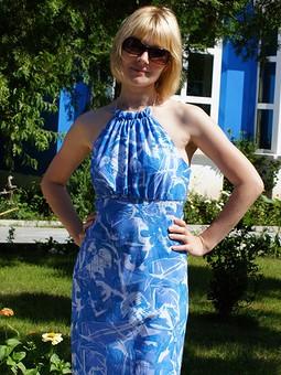 Работа с названием Старое платье.
